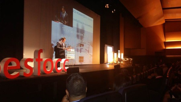 El alcalde de Arona, José Julián Mena, fue el encargado de dar la bienvenida a los participantes. | DA