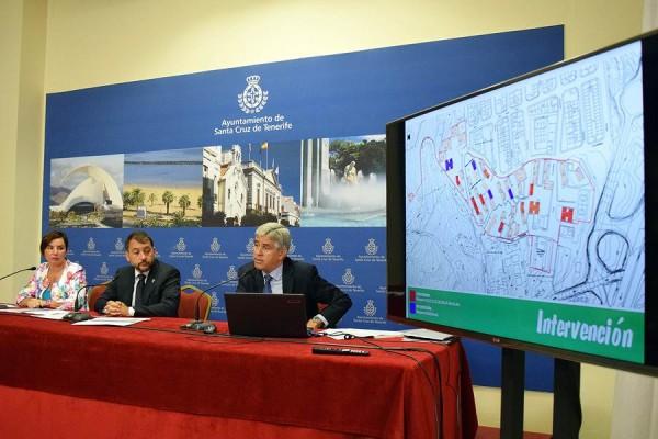 José Manuel Bermúdez y Carmen Delia Alberto detallaron ayer las obras de rehabilitación en marcha.    DA