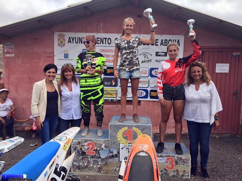 Andrea Sánchez, Nerea Jurado y Erin Watson formaron el histórico podio de MXF (Féminas). |DA