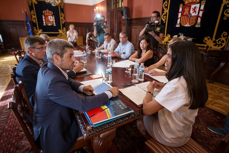 La reunión se celebró en la mañana de ayer en la Subdelegación del Gobierno. / ANDRÉS GUTIÉRREZ