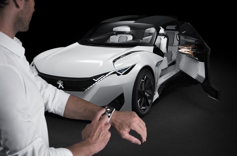 Peugeot Fractal  smartwatch del conductor
