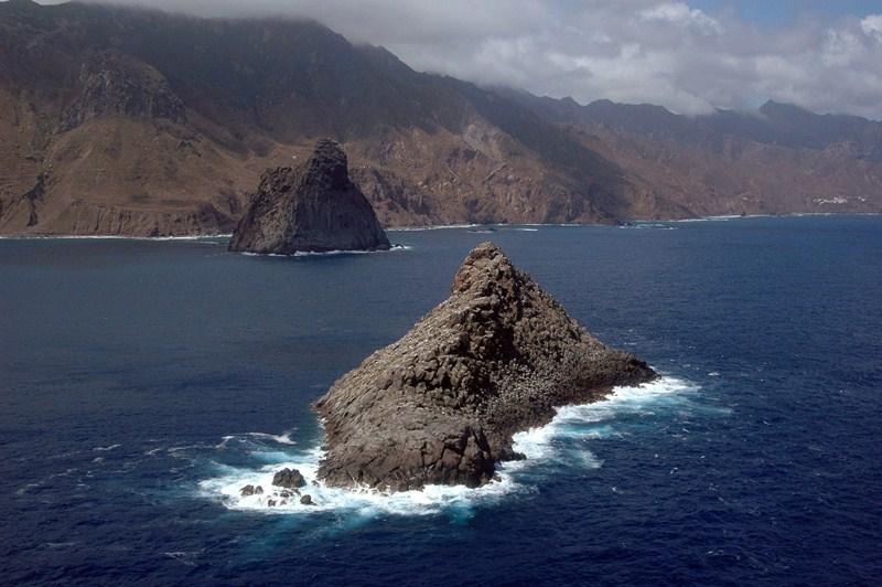 Las reservas de Tenerife miden una distancia de unos 23 kilómetros lineales en el caso de la de Teno y de unos 24,5 kilómetros la de Anaga. / M. P. P.