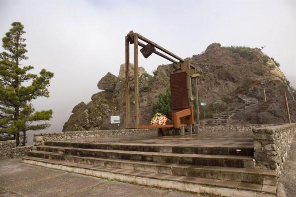 Monumento a los fallecidos en el Roque Agando. | EP