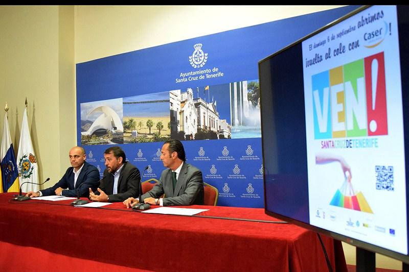 Alfonso Cabello (i), José Manuel Bermúdez y Enrique Fayos, ayer en la presentación. / DA