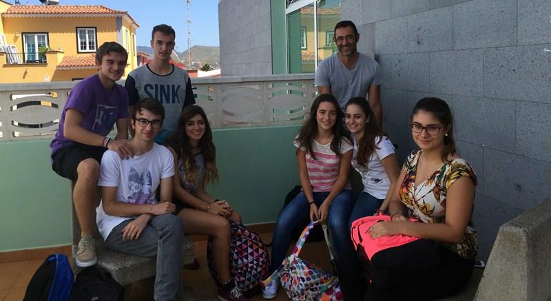 Grupo de alumnos del Nuryana seleccionados y su profesor / DA