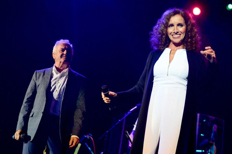 La pareja brindó ayer en Tenerife lo mejor de su repertorio ante 3.000 personas. / SERGIO MÉNDEZ