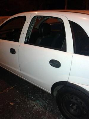 Además del robo hay daños, como en este coche hace unos días.   DA