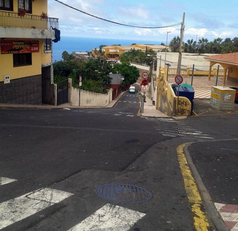 La ubicación del Inés Fuentes dificulta el acceso a una ambulancia. / DA