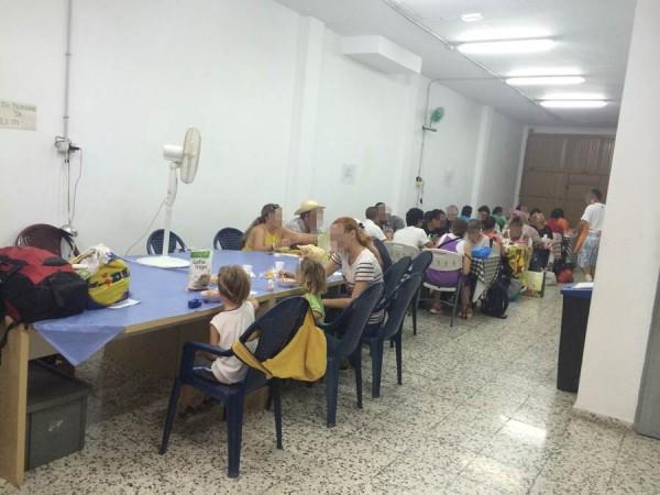 Al comedor, ubicado en la calle Fuerteventura nº 83, acuden diariamente familias con menores. | DA