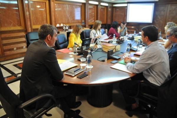 Fernando Clavijo preside al reunión semanal del Consejo de Gobierno, ayer en la capital grancanaria. | DA