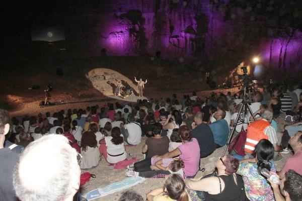 Un momento de la representación del año pasado, en la cueva del Hermano Pedro. | DA