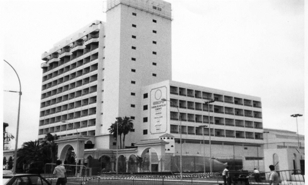 Aspecto del hotel Europe tras su cierre en abril de 1990.   DA