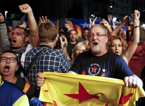 Independentistas celebrando su victoria. | REUTERS
