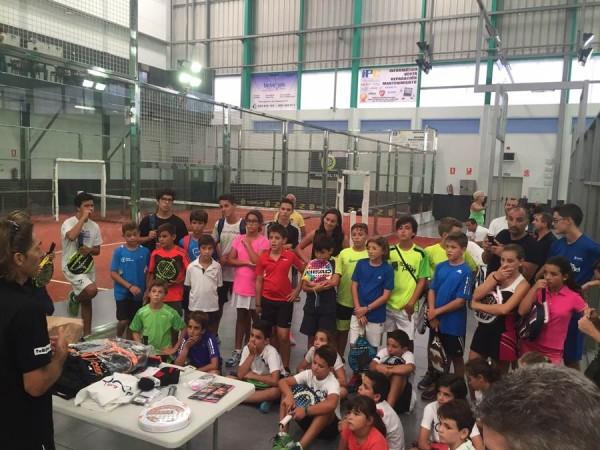 Un grupo de jóvenes promesas, tras el torneo americano celebrado el sábado en Wurko Pádel. | DA