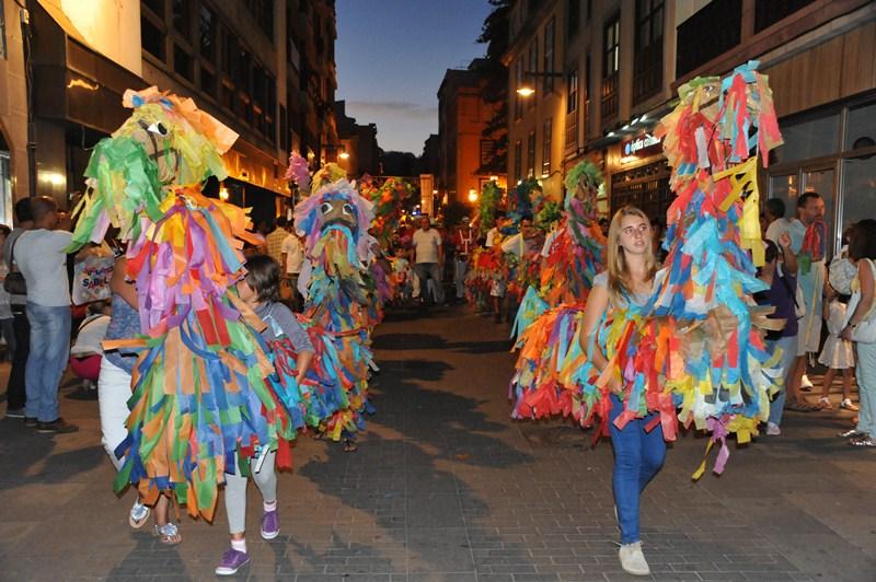 Desfile de La Pandorga y Los Caballitos de Fuego. / TONI CEDRÉS