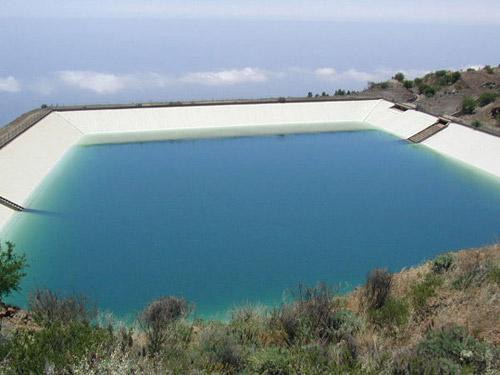 La balsa de Archifira se encuentra en el lugar del mismo nombre a unos mil metros de altitud. / DA