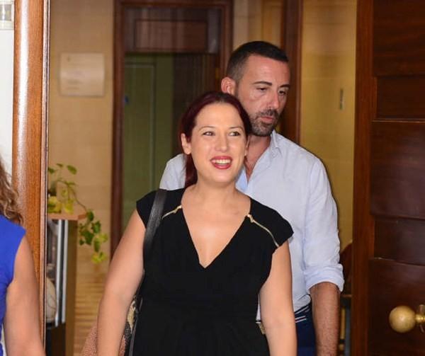 Patricia Hernández, a su llegada al encuentro con los periodistas. / S. M.