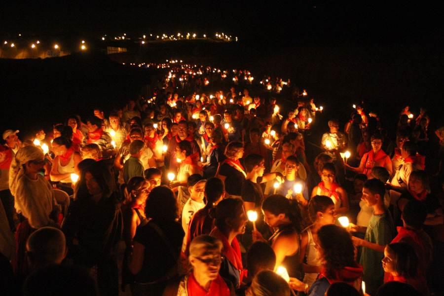 Imagen de la rogativa nocturna de 2010 y dos momentos de la última gala de exaltación.   DA