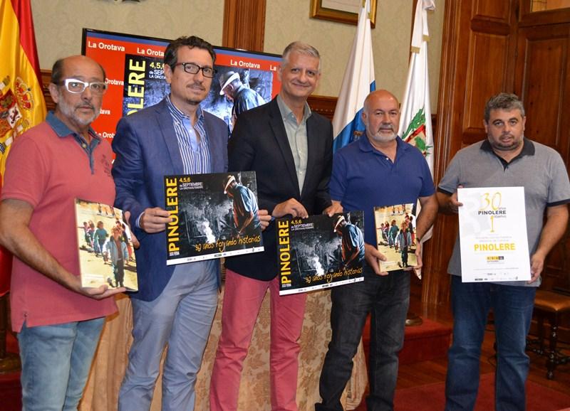 Responsables de la asociación Pinolere, Ayuntamiento y Cabildo ofrecieron los detalles de la 30ª edición. / DA