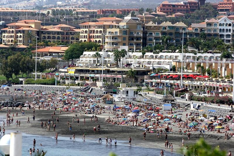 La playa de Fañabé es una de las zonas de baño más visitadas del Sur. / DA
