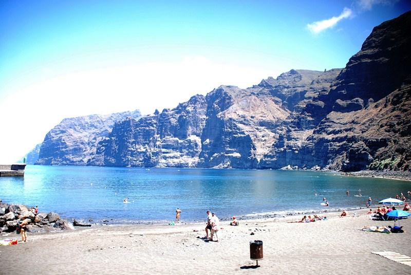 La playa de Los Guíos ha sufrido en los últimos años una importante pérdida de arena. / DA
