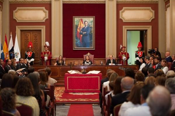 Sesión constitutiva del Ayuntamiento de Santa Cruz de Tenerife, el 13 de junio de 2015. / FRAN PALLERO