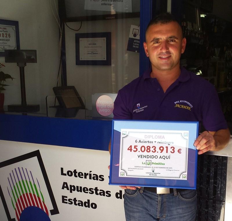 30.000  euros por décimo es el último premio que ha repartido el bar Jacamar en un gordo de lotería nacional . / DA