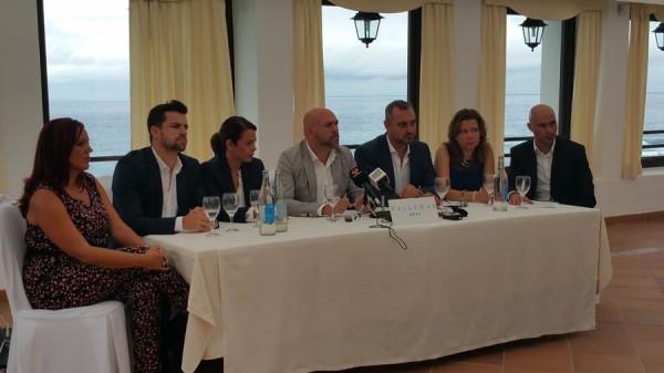 El portavoz socialista portuense hizo la valoración sobre los cien días de gobierno de PP-CC acompañado de sus seis compañeros de grupo. | DA