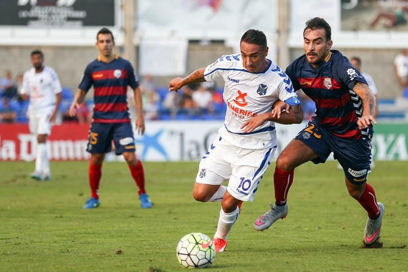 Partido de la Liga Adelante entre el Llagostera y Tenerife.  Liga Adelante match between Llagostera and Tenerife / EDDY KELELE
