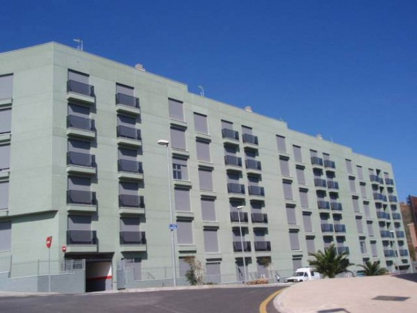 Del centenar de viviendas que se construyeron en Geneto, aún quedan unas 50 por vender.   DA
