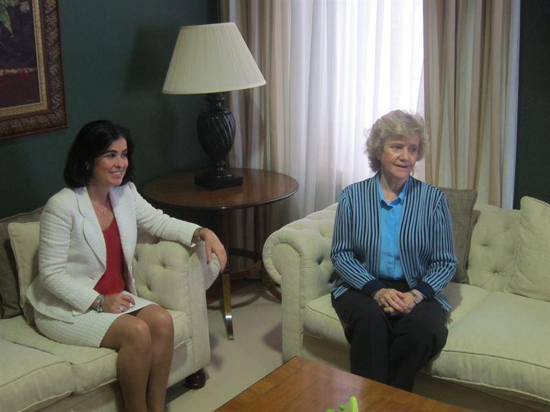 Carolina Darias junto a Soledad Becerril. / EP