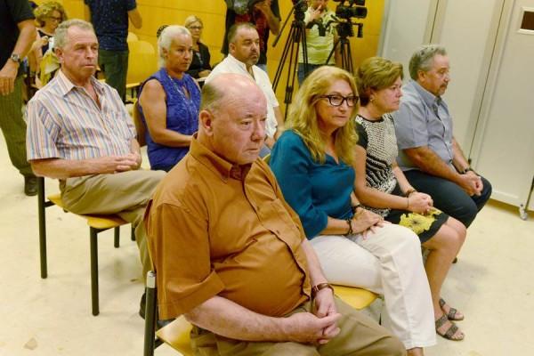 Benítez, Mora y Alonso, junto a los demás acusados, y ahora absueltos, durante el juicio. / SERGIO MÉNDEZ