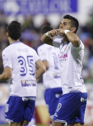 Celebración de Ángel tras marcar para el Zaragoza. / TONI GALÁN