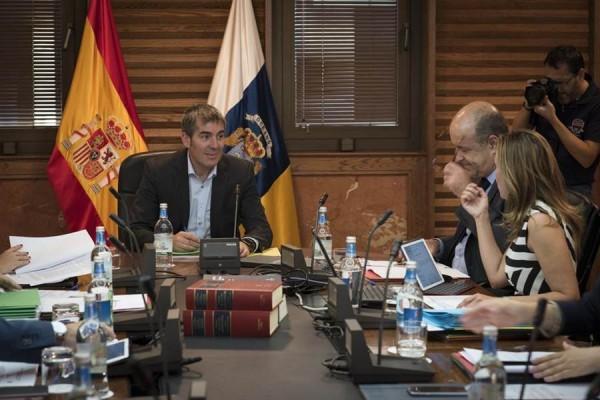 El Consejo de Gobierno de ayer, presidido por Clavijo, celebrado en la capital grancanaria. | DA