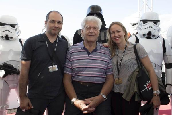 El actor David Prowse, en Sitges, acompañado de Daniel Fumero y Vanesa Bocanegra. | DA