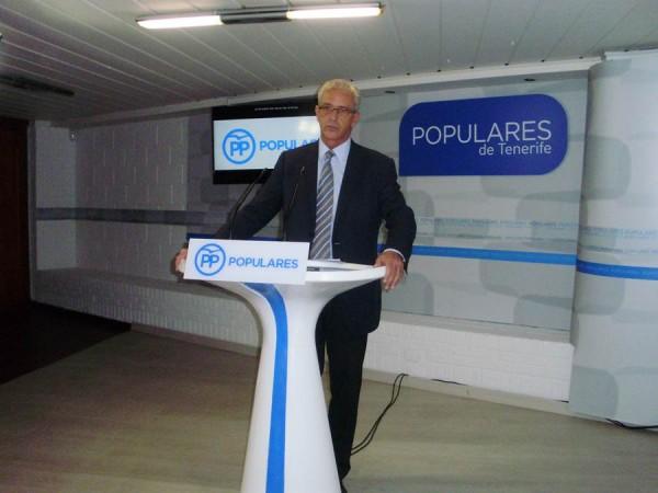 El diputado Pablo Matos, ayer en la sede del PP en Santa Cruz de Tenerife. | DA