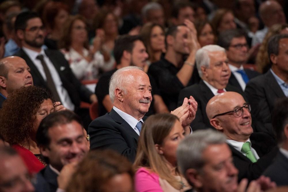 El Teatro Guimerá se llenó con un público en el que, además de cargos públicos, destacaba la presencia de muchos periodistas. / F.P.