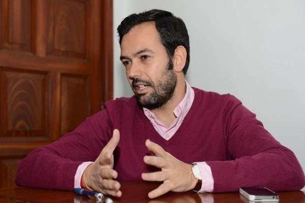 El alcalde, Lope Afonso, afirma que no le ha sido comunicado el auto y confía plenamente en la Justicia. | S .MÉNDEZ