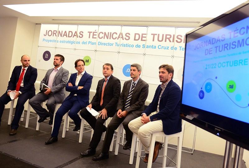 José Manuel Bermúdez presidió ayer la inauguración de las jornadas técnicas de turismo en el Mencey. / S. M.