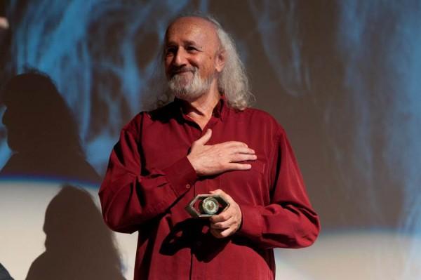 En la inauguración se rindió homenaje al director Montxo Armendáriz, que recibió el Premio Mirada Personal.   FRAN PALLERO