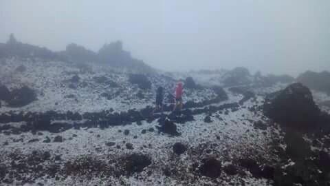Los primeros copos de nieve cayeron la tarde de ayer en el Teide. | DA