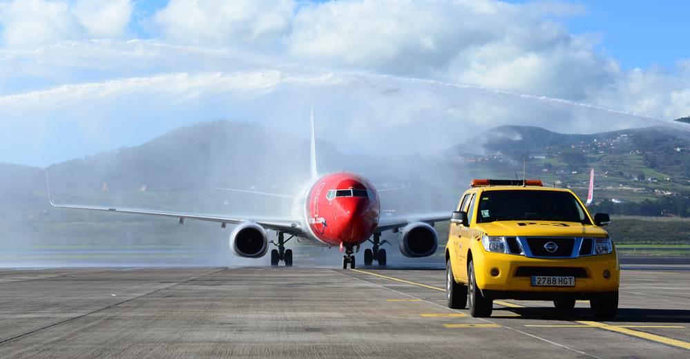 El avión aterrizó en el aeropuerto de Los Rodeos sobre las 9.50 horas. | SERGIO MÉNDEZ