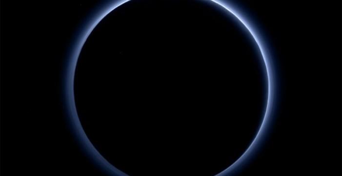 La NASA dice que Plutón tiene cielos azules y hielo de agua