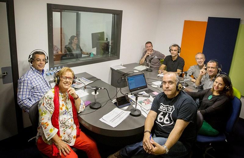 Parte del elenco de profesionales que participa en Viva la radio. / ANDRÉS GUTIÉRREZ
