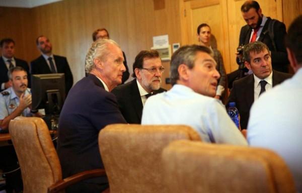Rajoy, Morenés y Clavijo durante la reunión.   DA
