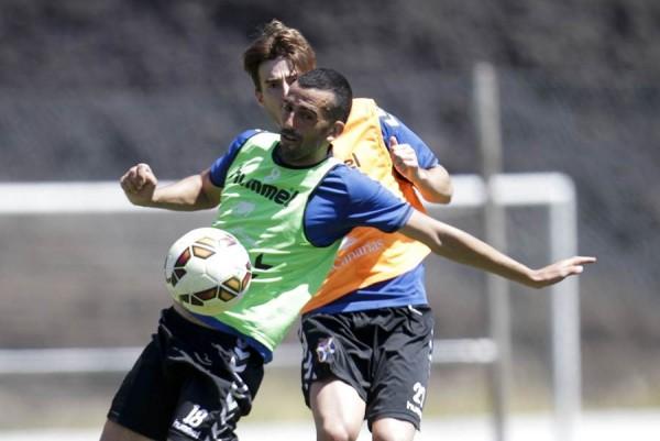 El tinerfeño, durante un entrenamiento de la actual temporada, junto a Jon Aurtenetxe. | S. F.