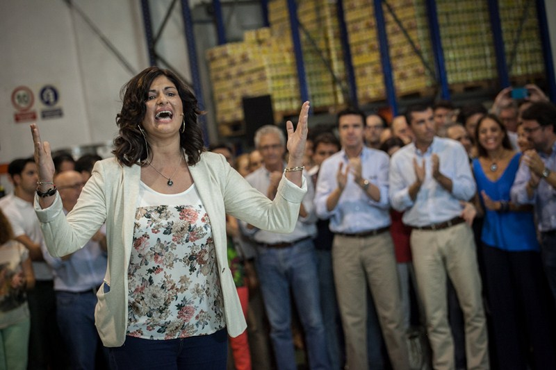 Carmen Luisa Castro, exultante con la visita del ministro. / A. G.