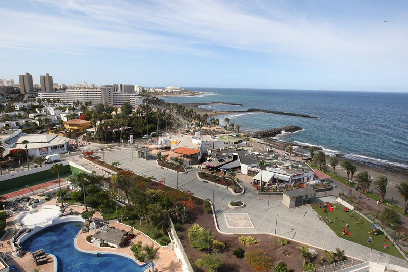 Zonas turísticas, como Costa Adeje, son un polo de atracción para nuevos residentes ./ DA