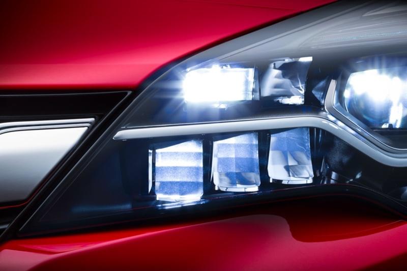 El sistema matricial IntelliLux LED® ofrece la posibilidad de circular continuamente con las luces largas sin deslumbrar. | DA