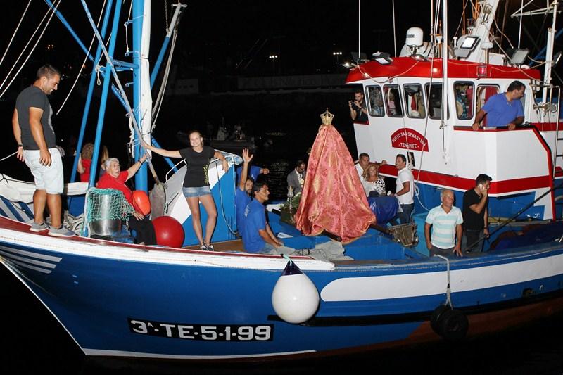 El embarque de la Virgen de la Encarnación es el acto más seguido de las fiestas de Adeje. / GERARD ZENOU